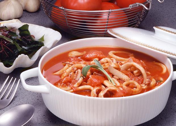イカのトマトソース煮込み