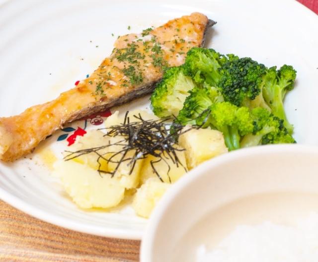 鮭のムニエル 子供が喜ぶ魚料理