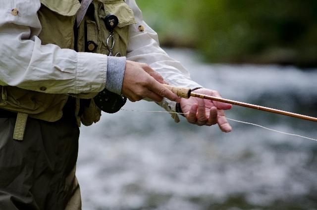 重曹を使って、魚釣りで衣類に付いた臭いを消臭する方法
