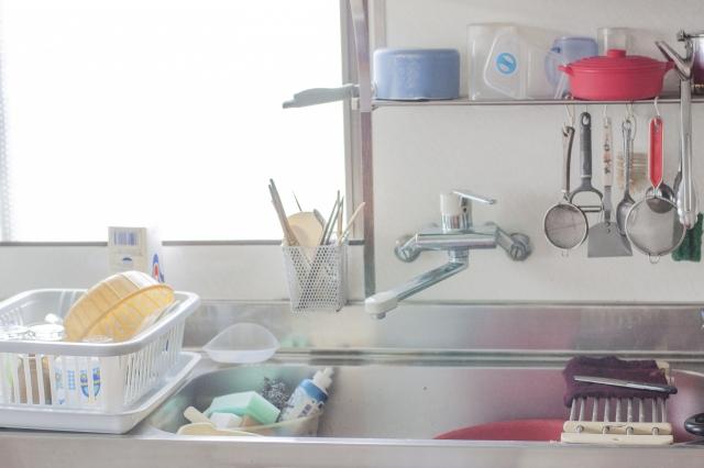 まな板やキッチン道具に熱湯をかける