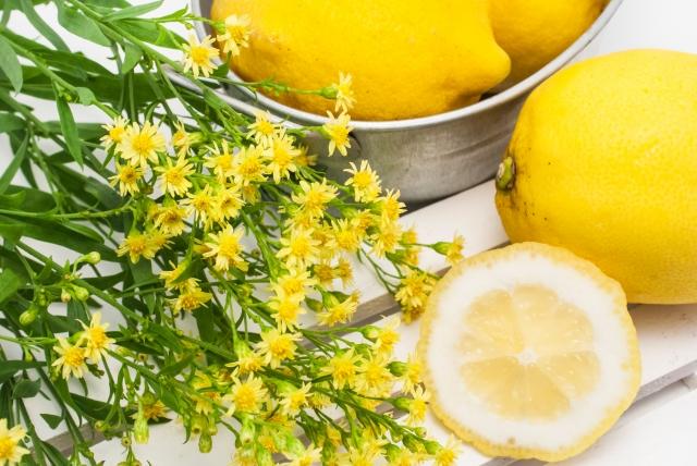 レモンの皮で擦って洗う消臭方法