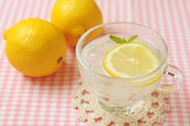 デトックスウォーター レモン水