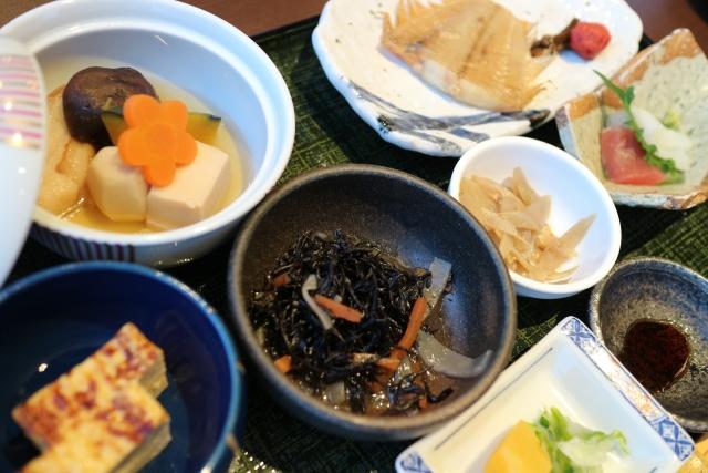 バストアップに良い食べ物 バランの良い食事 魚料理