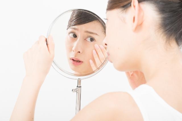 顔の吹き出物・ニキビの原因となる食べ物4選と効果のある食べ物3選