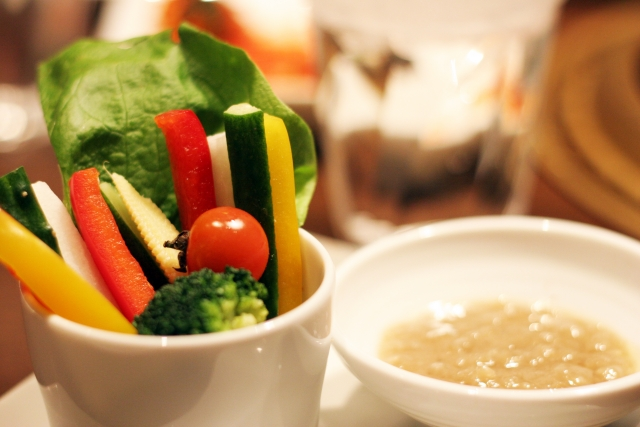 背中ニキビを改善する食べ物