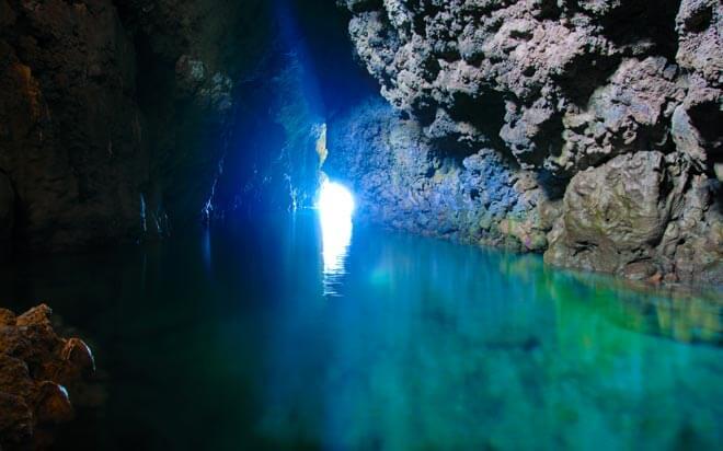 沖縄オススメダイビングスポット 真栄田岬 青の洞窟